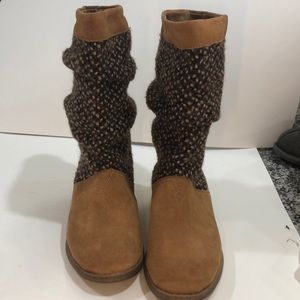 Toms women's boots size 6